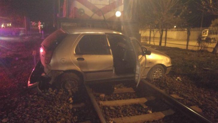 Aydın'da yürekleri ağza getiren kaza! Trenin sürüklediği otomobilin içinden burnu bile kanamadan çıktı
