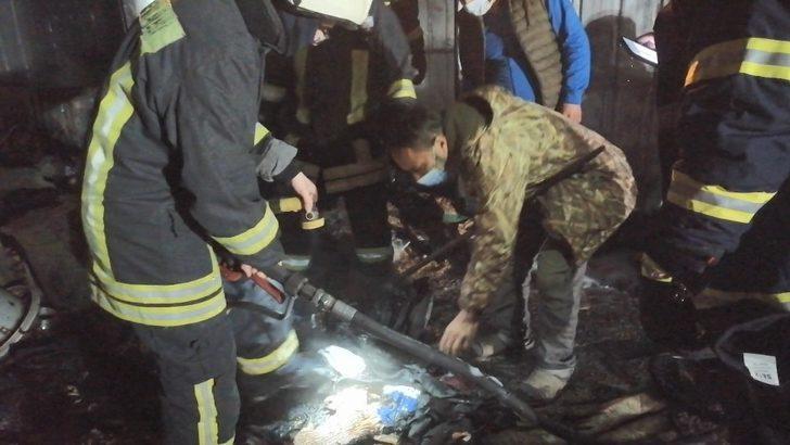 Kocaeli'de evi yanan vatandaş dakikalarca küllerin içinde paralarını aradı