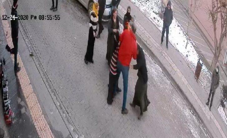 Suriyeli kadınların saç koparan sokak kavgası kamerada