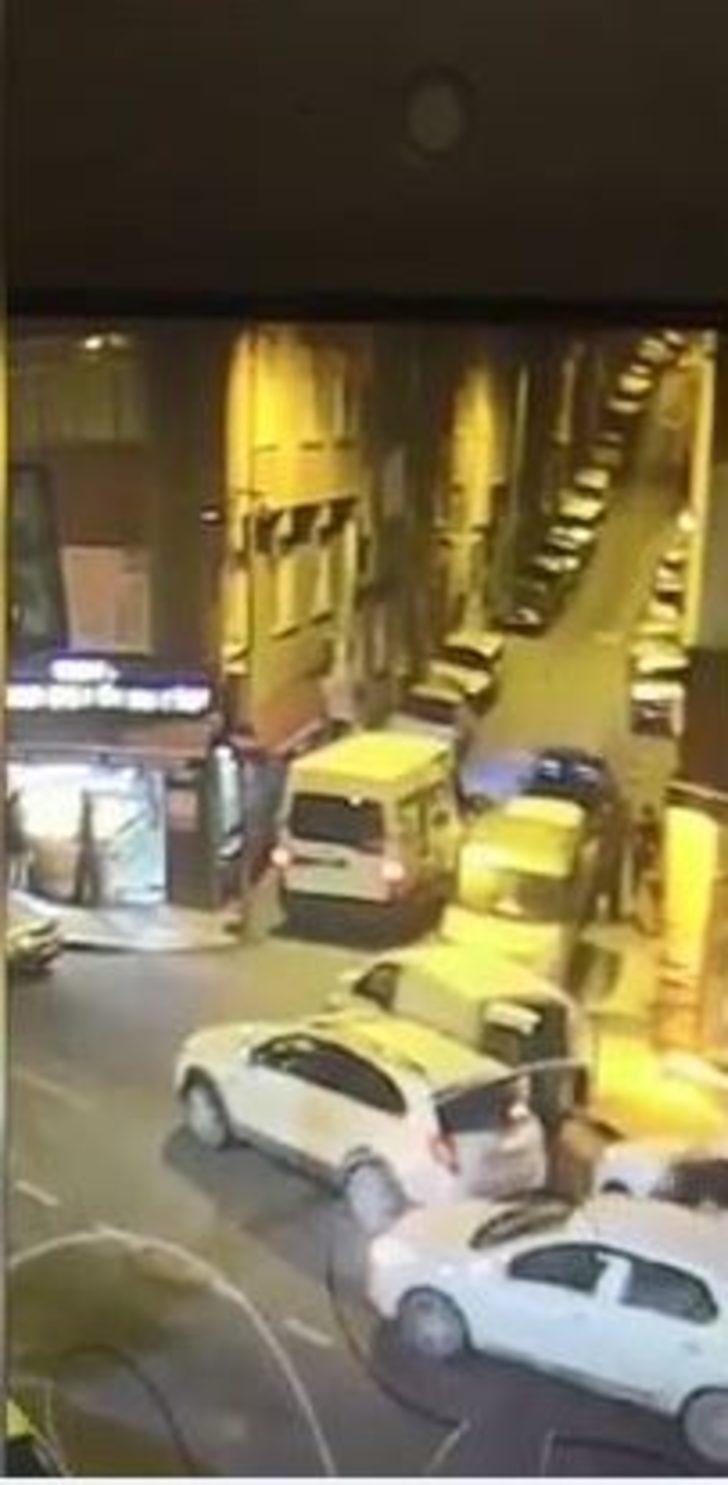 Bayrampaşa'da dehşet! Öldürdükleri kişiyi battaniyeye sarıp böyle taşıdılar