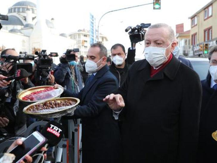 Cumhurbaşkanı Erdoğan gazetecilere ikram etti: Bunu yiyene korona gelmez