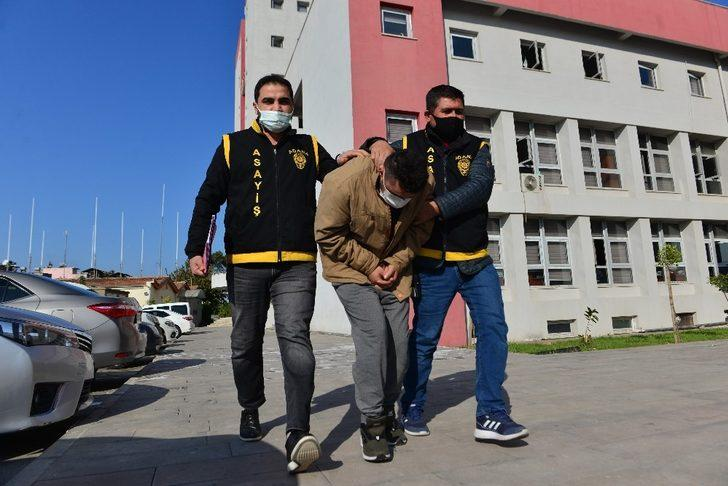 Kadının çantasından cep telefonu çalan zanlı tutuklandı