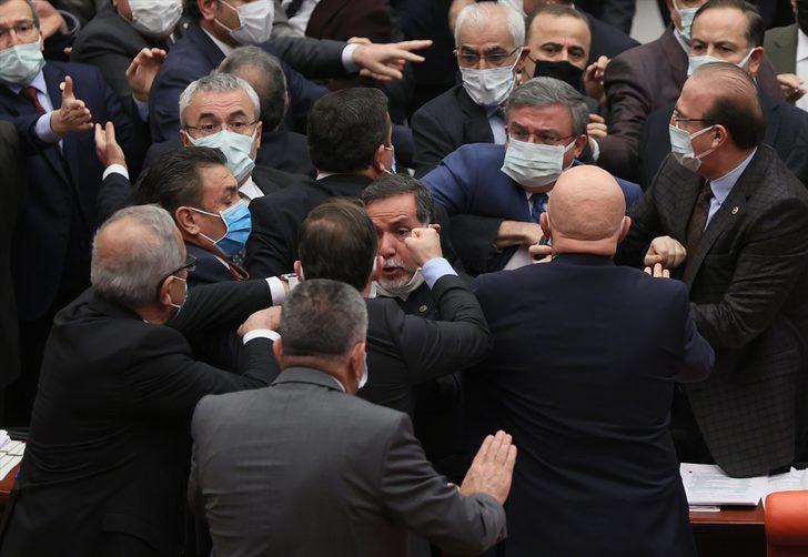Meclis'te yumruklu kavga! Vekiller birbirine girdi
