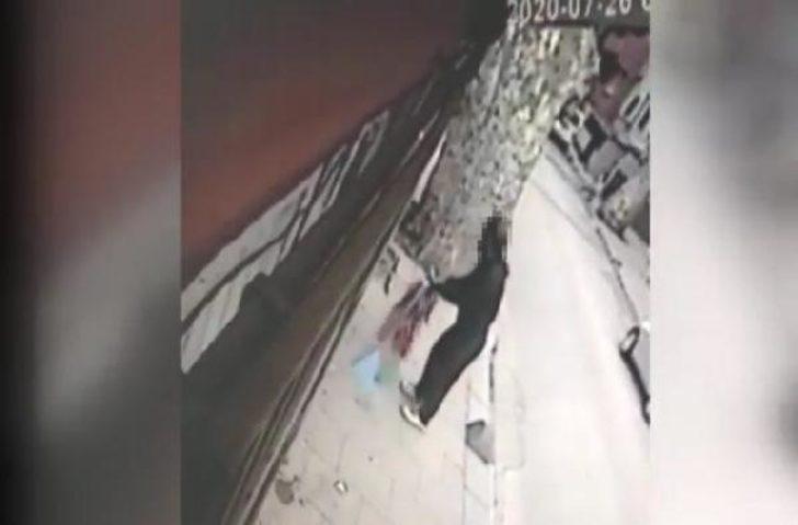 Beykoz'da bayrakları yere atan şüpheli yakalandı