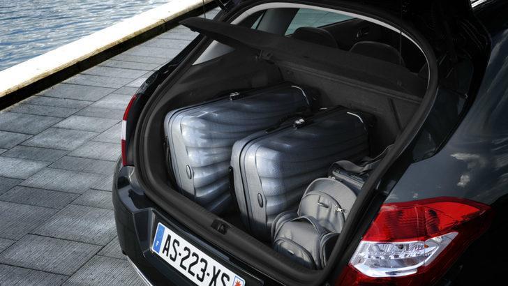 En büyük bagaj hacmine sahip 10 D segmenti arabalar hangileri?