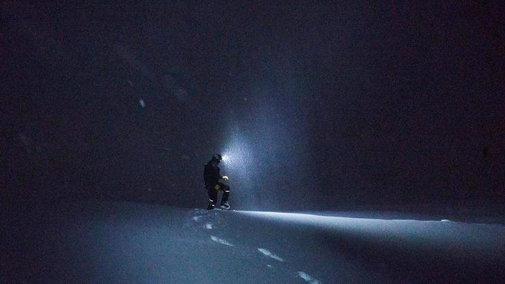 Yüzlerce Britanyalı turist kayak merkezindeki karantinadan kaçtı
