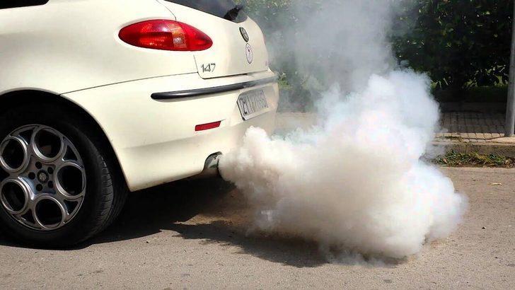 Hangi renk egzoz dumanı motorda hangi problemin işaretidir?