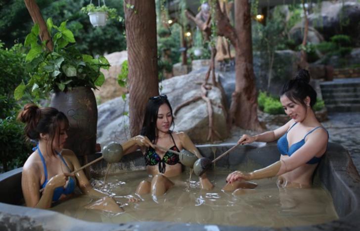 Şifa olsun çamurdan olsun! Eski çağlardan beri kullanılan çamur banyosunun faydaları!