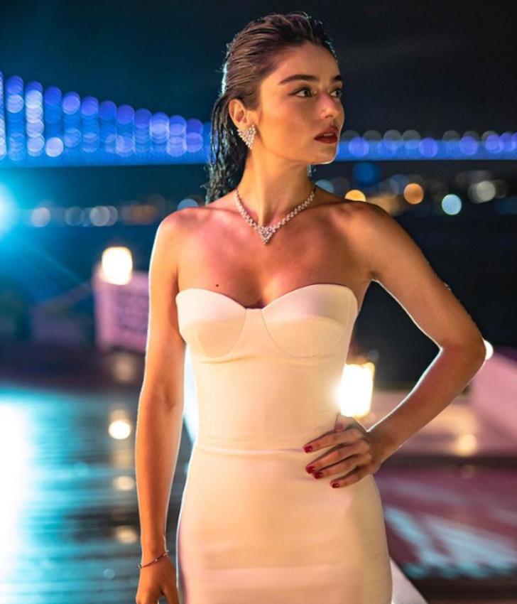 Ayça Ayşin Turan kimdir? Ayça Ayşin Turan Instagram hesabı nedir?  Ayça Ayşin Turan kaç yaşında, aslen nereli, sevgilisi var mı?