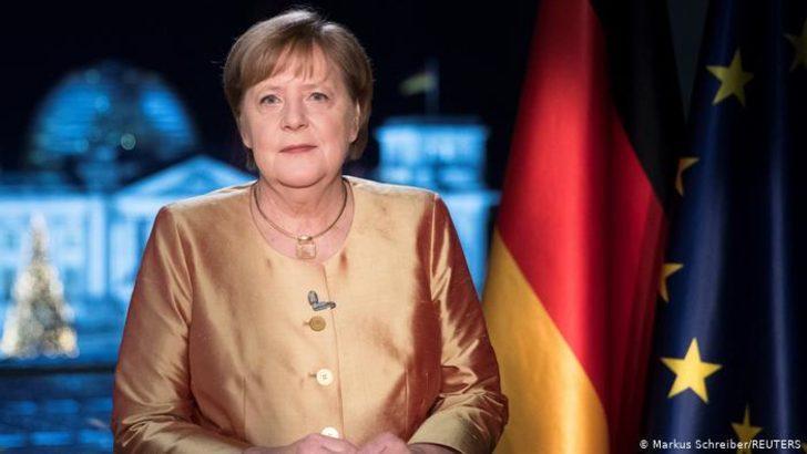 Merkel'den yeni yıl mesajı: Pandemiyle mücadele yüzyılın görevi