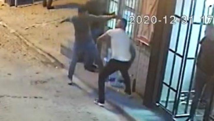 Fatih'te bıçaklı kavga: Dehşet anları kamerada