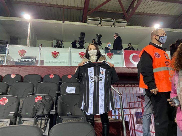 Hatay'da kanser hastası kadının Beşiktaş maçını izleme hayali gerçek oldu