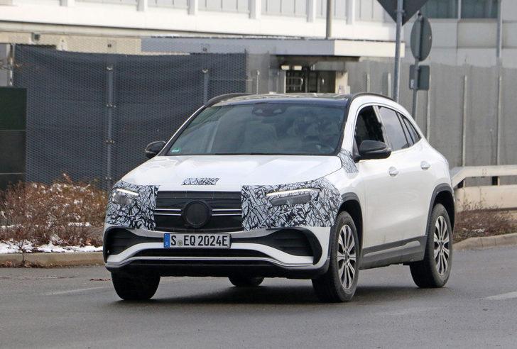 Mercedes EQA daha az kamuflaj ile görüntülendi!