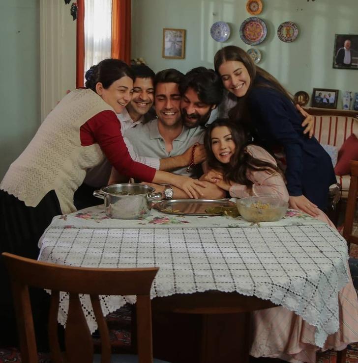 Beril Pozam'ın dizideki eniştesi Uğur Uzunel ile aşk yaşadığı ortaya çıktı!