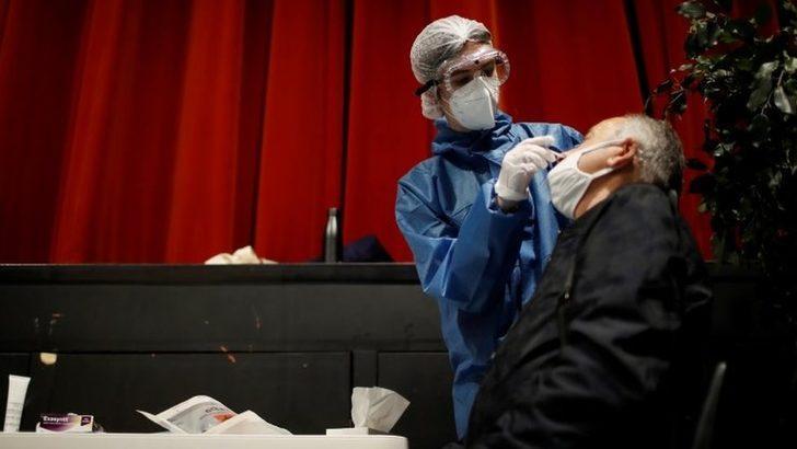 Kovid-19: Araştırmalar, hastalığı geçiren kişilerin bağışıklığının beş ay sonra sona erebileceğini gösteriyor