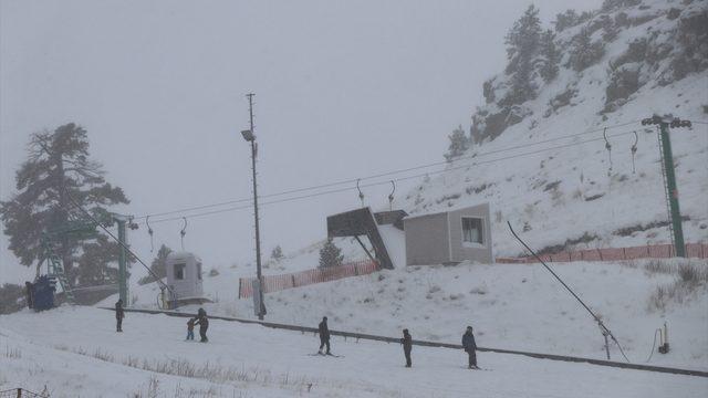 Kartalkaya ve Kartepe'de kar yağışı sevinçle karşılandı