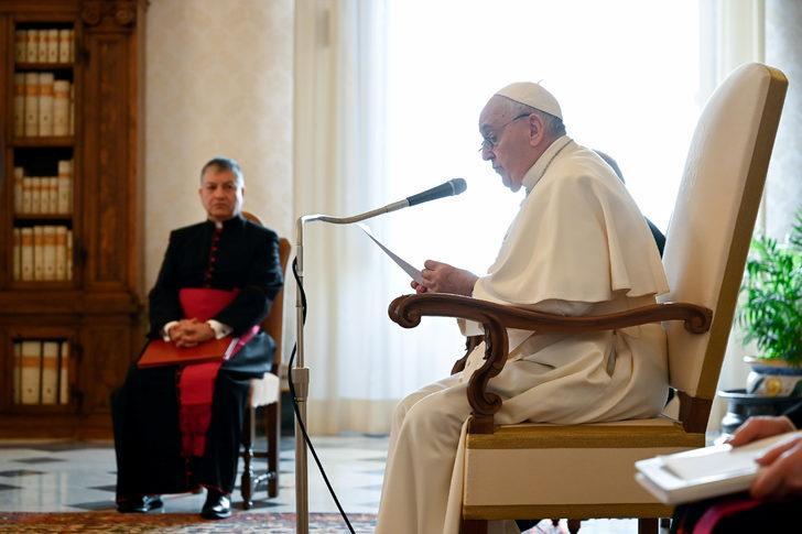 Katoliklerin ruhani lideri Papa korona aşısı oldu