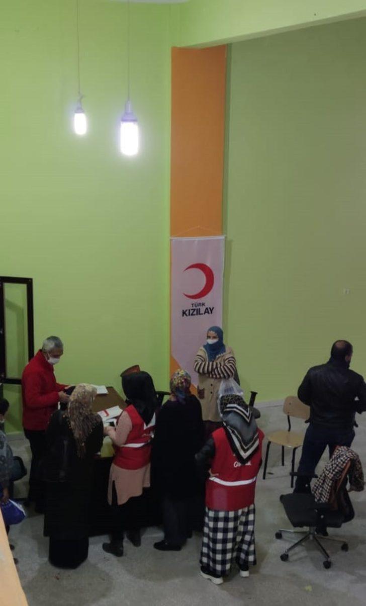 Türk Kızılayı Dicle'de yetim ve muhtaç aileleri sevindirmeye devam ediyor