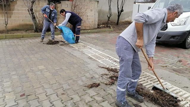 Yağışlar öncesi yağmur suyu kanalları ve ızgaralar temizlendi