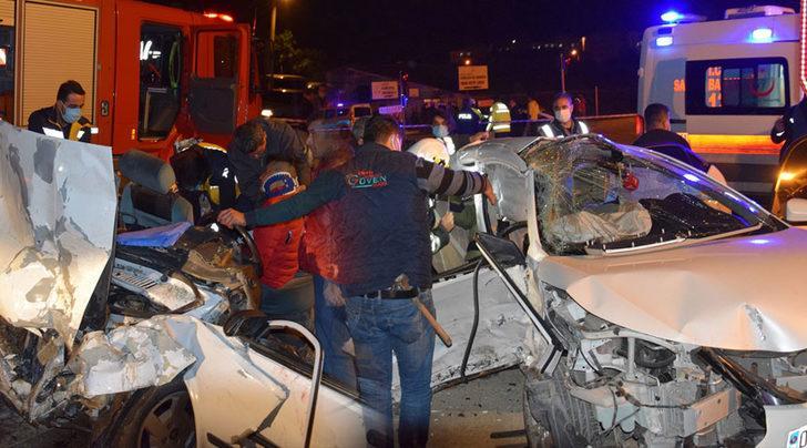 Antalya'da feci kaza! İki otomobil çarpıştı: 3 ölü, 4 yaralı