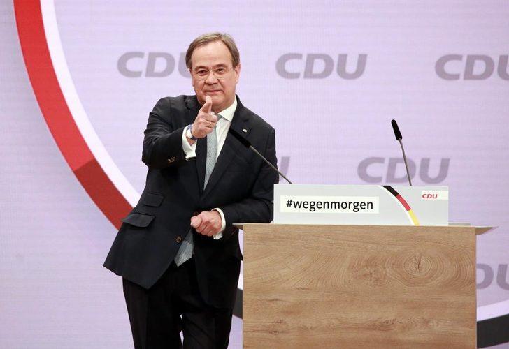 Almanya'da Merkel'in partisi yeni liderini seçti
