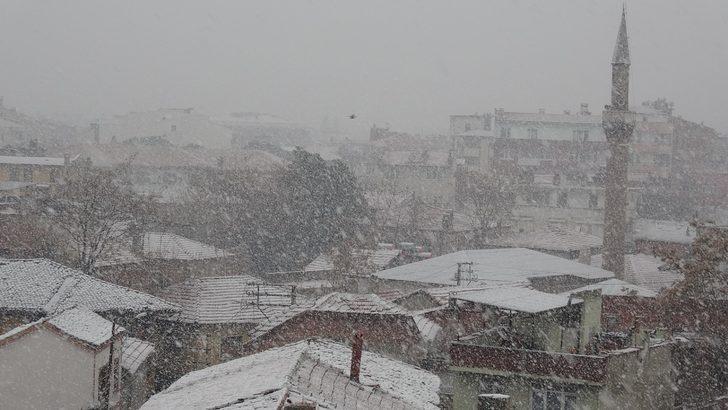 Edremit Körfezi'ne 4 yıl sonra kar yağdı