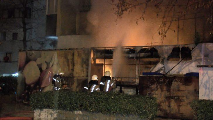 Kadıköy'de bir market alev alev yandı