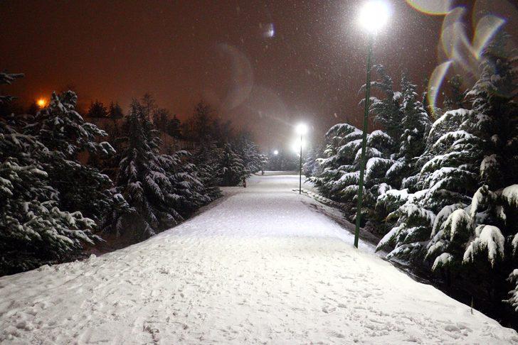 Ankara'da kar yağışı! Kent yeniden beyaza büründü