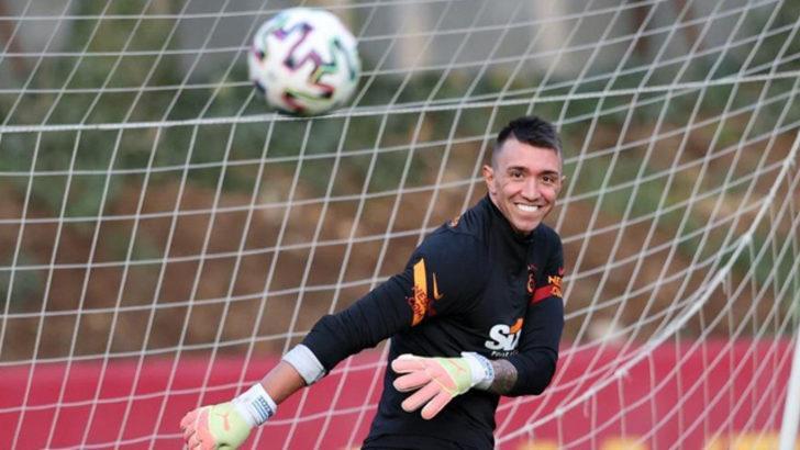 Galatasaray'da derbi öncesi Muslera sürprizi