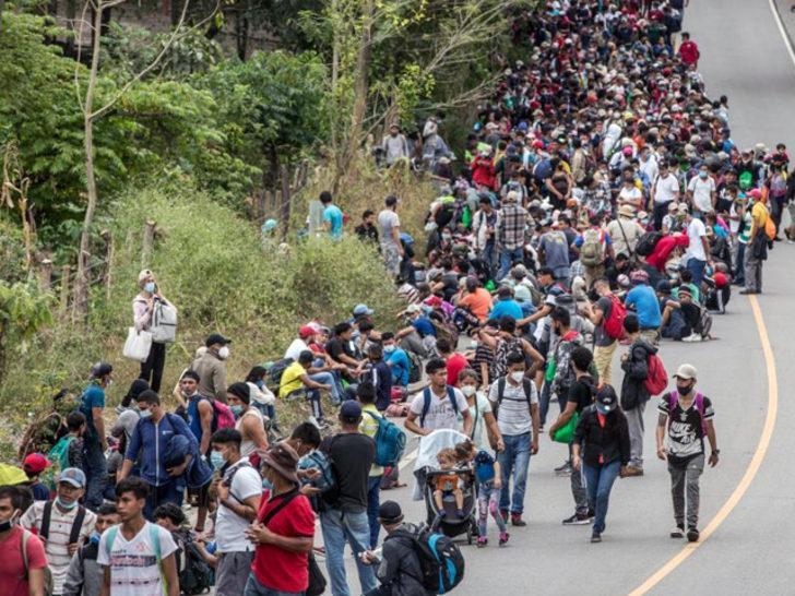 Biden'ın açıklaması sonrası binlerce Honduraslı göçmen yola koyuldu