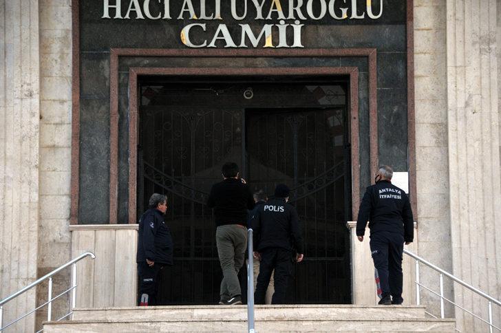 Antalya'da namaz kılmak için girdiği camiye giren kişi mahsur kaldı