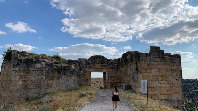 usak-gezilecek-tarihi-yerler-blaundos-antik-kenti-1024x576