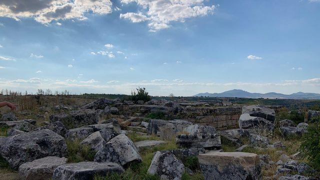 usak-cevresinde-gezilecek-yerler-blaundus-antik-kenti-1024x576