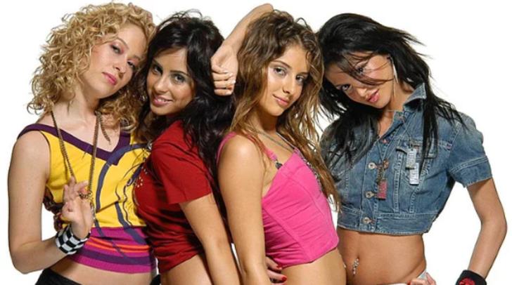 Bir dönemin genç kızlarının idolü haline gelen Grup Hepsi üyelerinin aralarındaki gerginliğin nedeni!