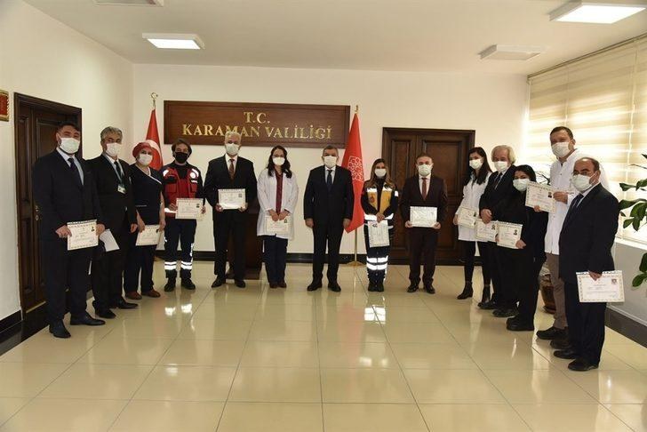 Vali Işık'tan sağlık çalışanlarına başarı belgesi
