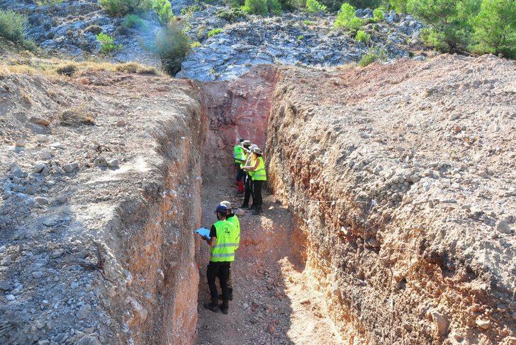 8 bin depreme neden olan Kırkağaç fayının üzeri yerleşime kapandı