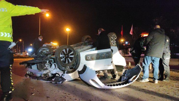 Sakarya'da feci kaza! Takla atarak hurdaya dönen araçtan hafif yaralı kurtuldu