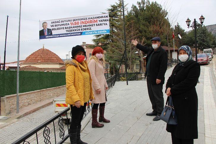 Amasya'da suya yüzde 50 indirim geldi, sokaklara teşekkür pankartları asıldı