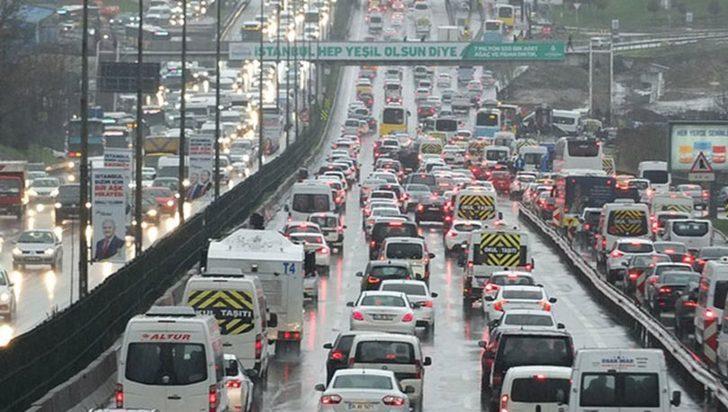 İstanbul yol durumu! Trafik yoğunluğu yüzde 80'e dayandı