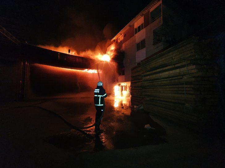 Adana'da mobilya atölyesinde korkutan yangın