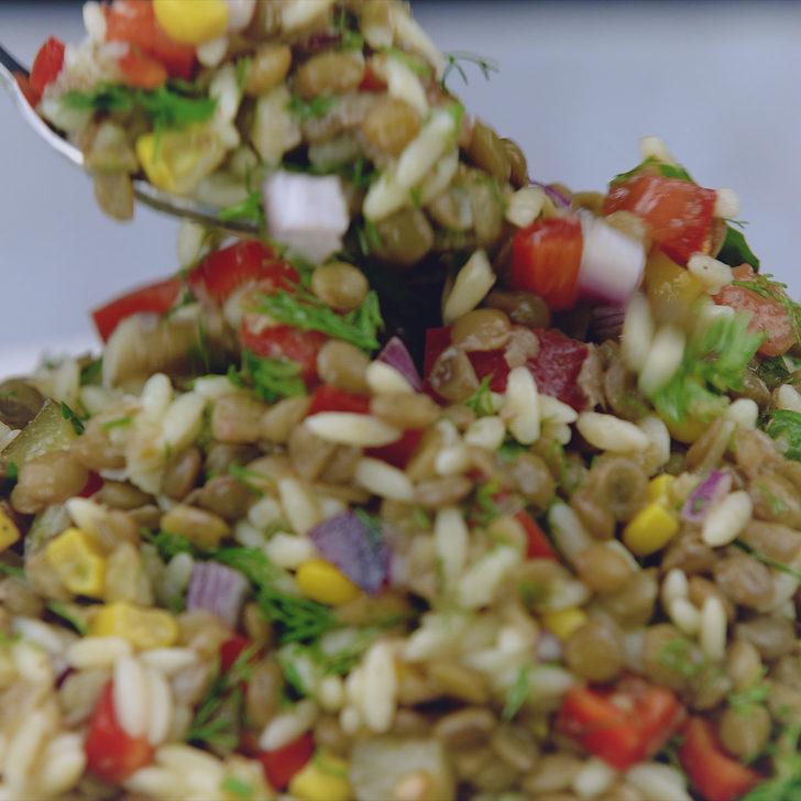 Patates Yatağında Yeşil Mercimek Salatası