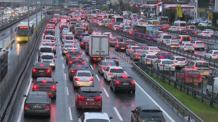 İstanbullular dikkat! Trafik yoğunluğu yüzde 78'e ulaştı