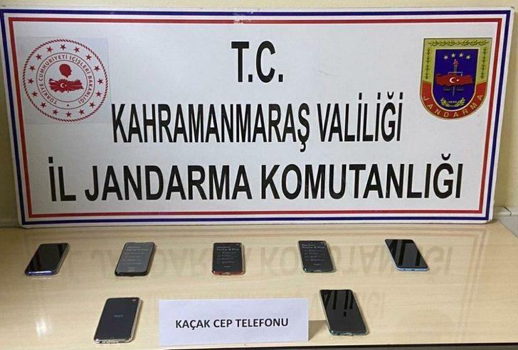 Kaçak telefonlarla yakalandı