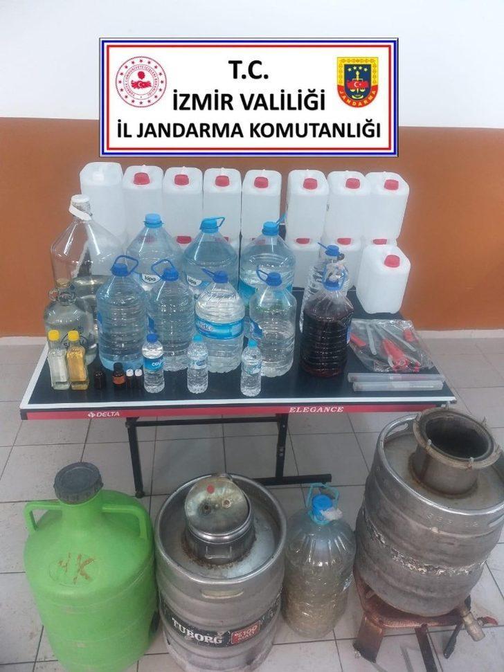 İzmir'de kaçak içki operasyonu: 4 gözaltı