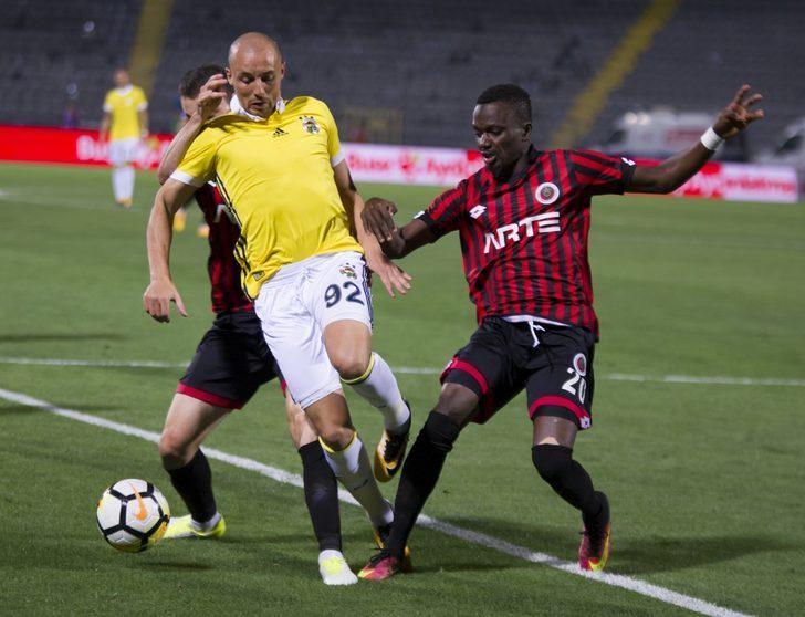 Teknik direktör Kemal Özdeş'in Iraklı futbolcunun mutlaka alınması yönünde rapor verdiği ifade edilirken, kurmayların transferde ciddi adımlar attığı dile getirildi. (DHA)