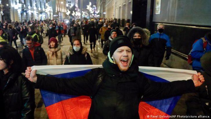 Navalni gösterilerinde 11 bin kişi gözaltına alındı