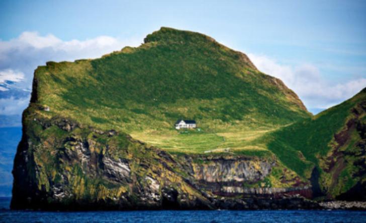 İzlanda'da 100 yılı aşkın süredir ıssız olan dünyanın en yalnız evi hikayesiyle dikkatleri çekiyor!