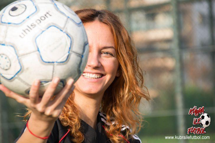 Türkiye'nin ilk online futbol okulunu bir kadın kurdu: Kübra ile Futbol