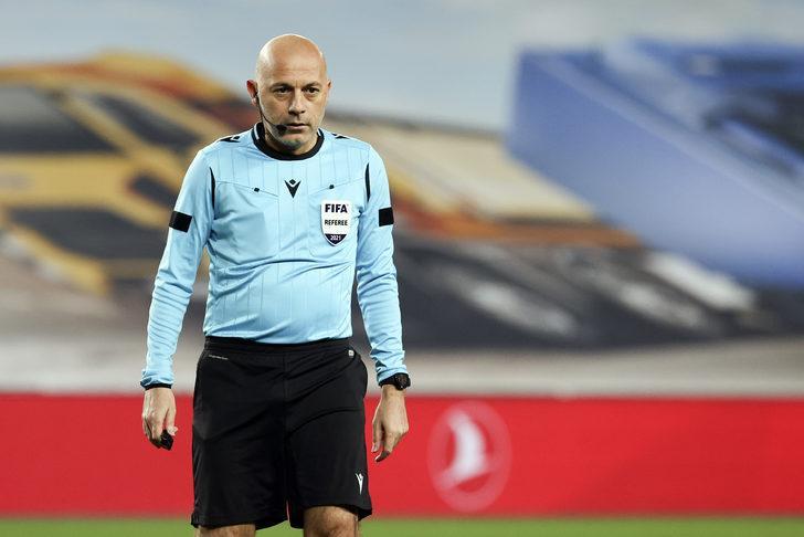 Fenerbahçe-Galatasaray maçı sonrası Cüneyt Çakır'a tepki!