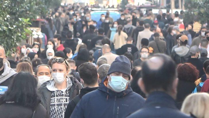İstiklal Caddesi'nde yoğun kalabalık